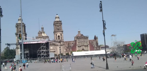 #PrecauciónVial cerrada la circulación en #PlazaDeLaConstitución de Corregidora hasta Monte de Piedad, por logística. Reversible de 20 de Noviembre a Tacuba. Aquí #AlternativaVial