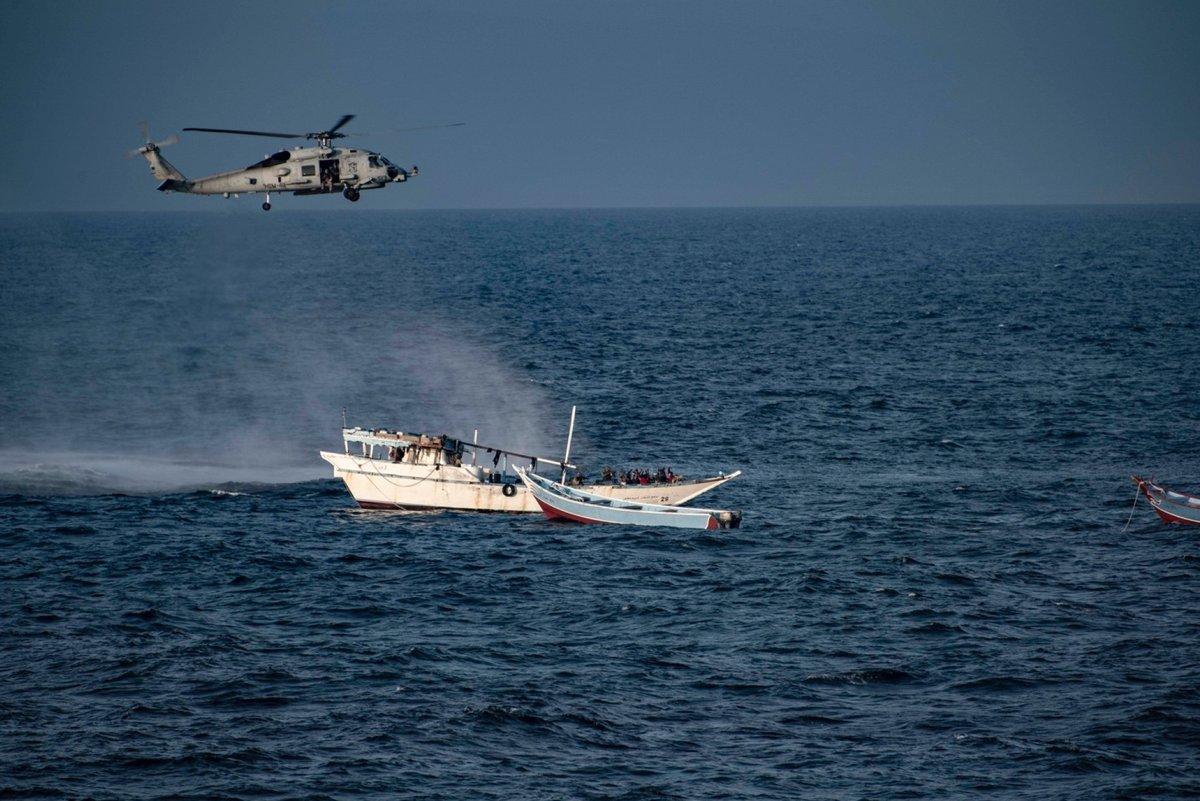 القارب الايراني الذي اعترضته البحرية الامريكية في بحر العرب