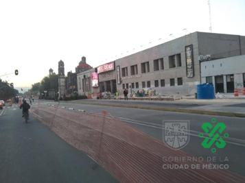 Cerrada la circulación por obras en Av. #Hidalgo de Paseo de la Reforma hacia Eje Central Lázaro Cárdenas, en sentido opuesto la circulación corre normal. #AlternativaVial Av. Juárez, Eje 1 Norte, Artículo 123 y Ayuntamiento.