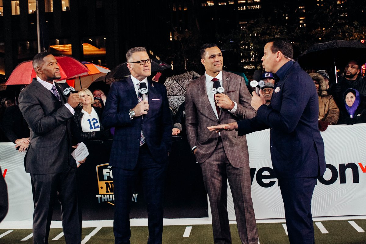 Throwing it back to a few weeks back when my man, @AROD stopped by the set of #TNF on @NFLonFOX! We got another great show tonight from NYC! #Football #ThursdayNightFootball #tbt