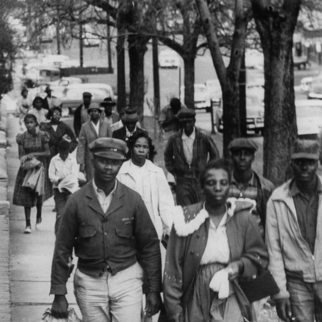 On December 5, 1955, the Montgomery Bus Boycott began four days after the arrest of Rosa Parks for refusing to give up her seat to a white passenger. It was an important moment in the civil rights movement. #ThrowbackThursday  #LaborHistory #CivilRightsHistory<br>http://pic.twitter.com/rZur0DYbvO