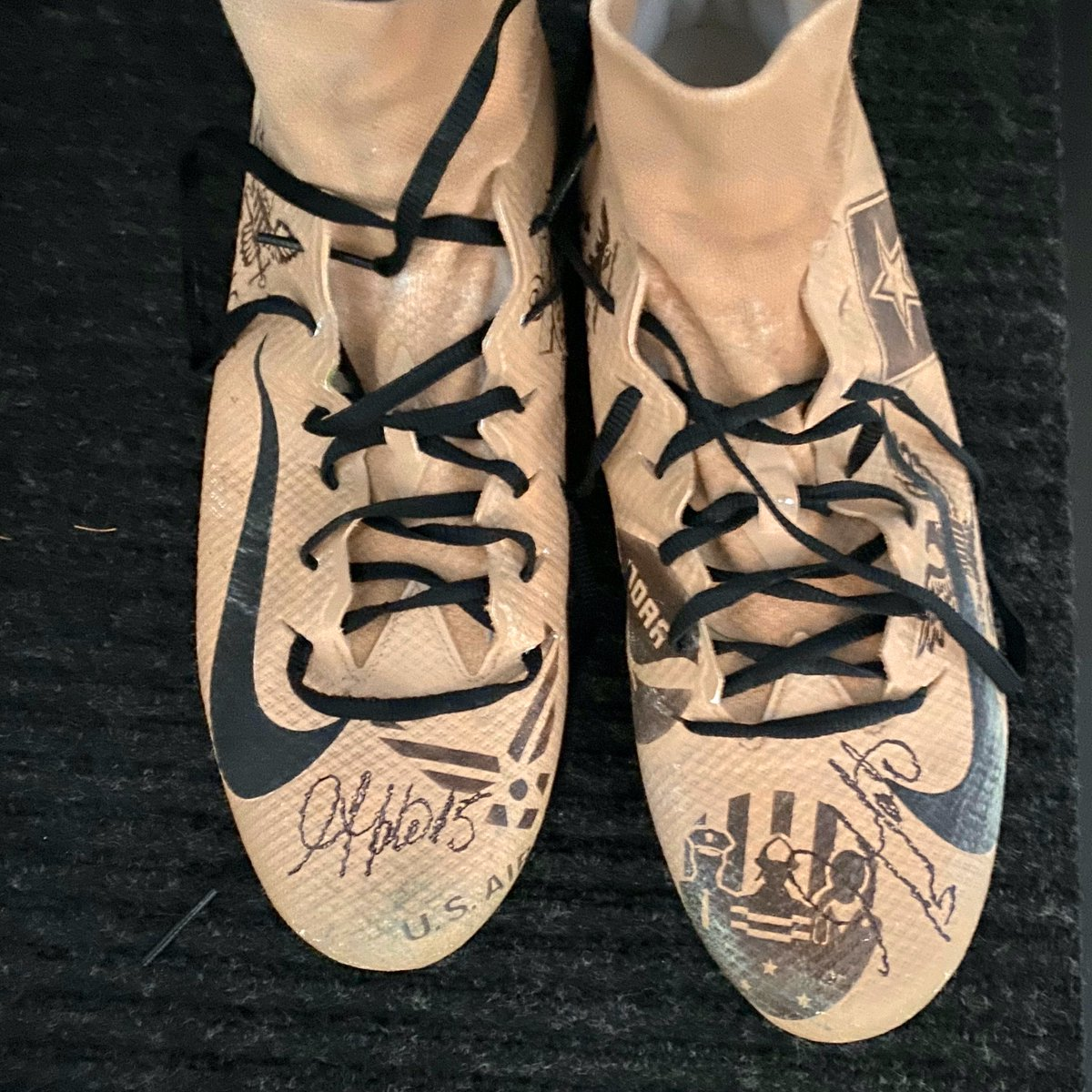 Remember, there's  more days to donate to @GoldenFutureFDN at the link below for a chance to win these cleats!  Reply with a screenshot of your donation and use #GivingTuesday to be entered! Any amount counts!!! It's for our troops!   https://www. goldentate.com/foundation/mak e-a-donation/  … <br>http://pic.twitter.com/2TyKP7Wd49