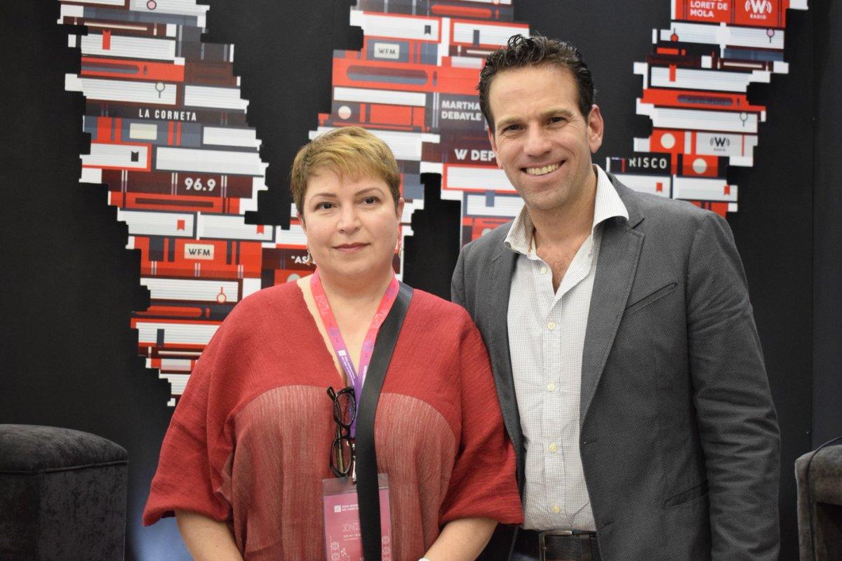 """Desde la @FILGuadalajara 📚 estuvo en #AsiLasCosasConLoret @robertayque y presentó su libro """"Márcame, amo"""" con 🎙️@CarlosLoret  #WEnLaFil http://bit.ly/CarlosLoretW"""