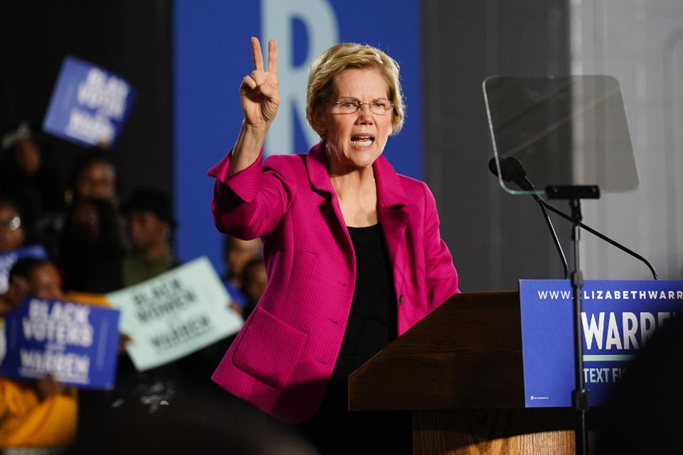 "Elizabeth Warren is reportedly drafting a bill to ban ""mega mergers"" http://on.forbes.com/60171rl3W  by @skleb1234"