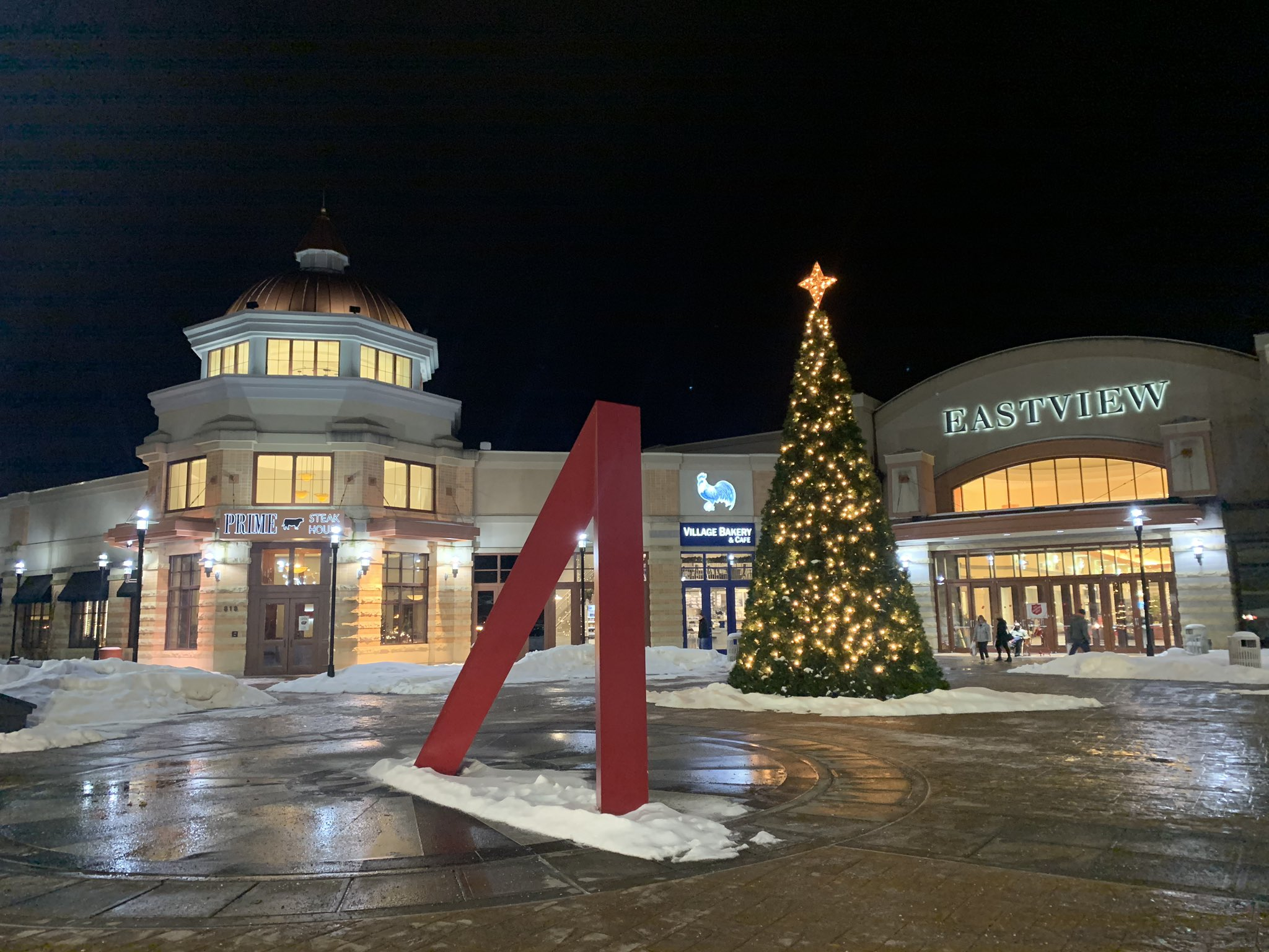 What's new at Eastview mall this holiday season?