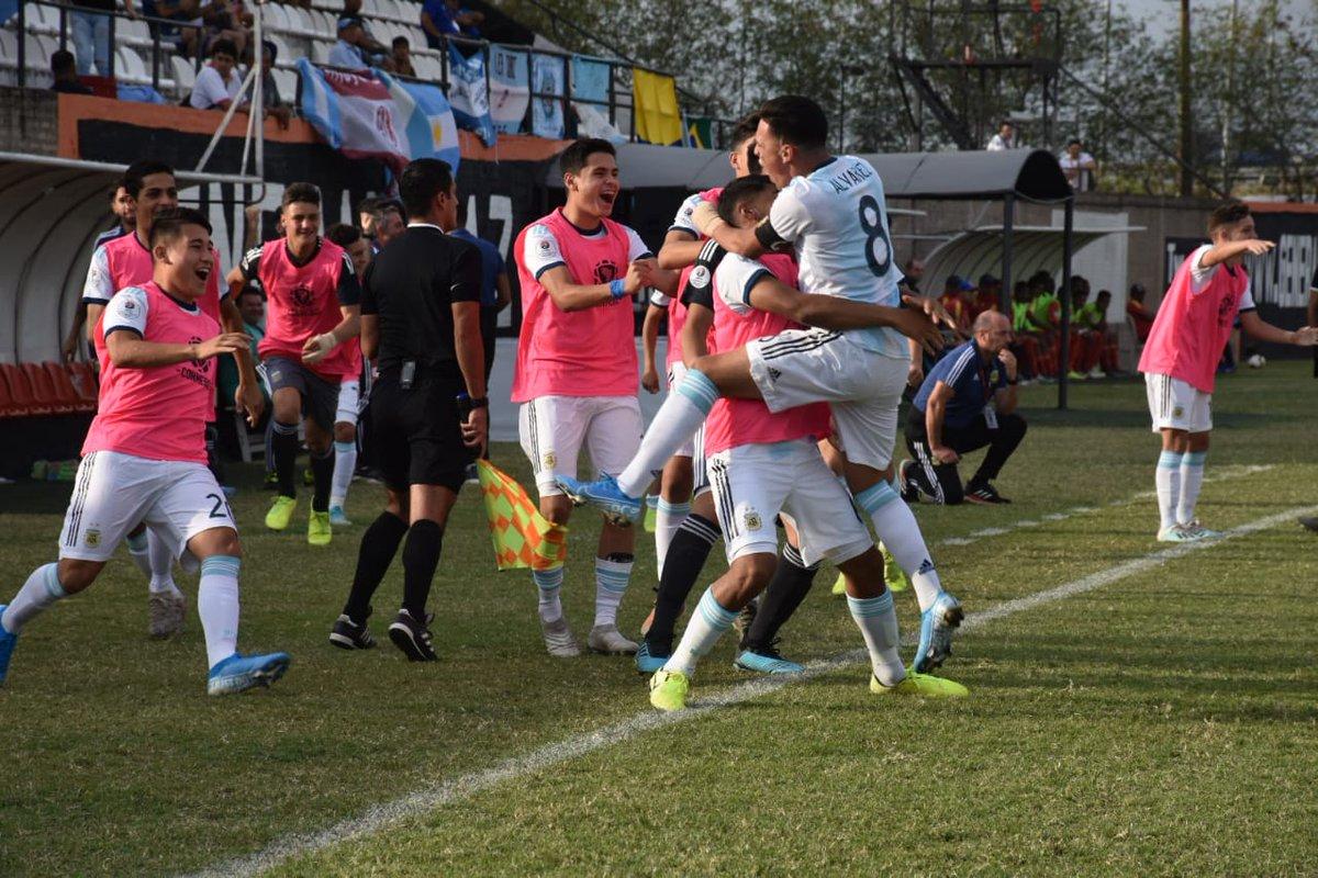 🏆 #SudamericanoSub15 - Semifinales  ¡ARGENTINA A LA FINAL! 💪  ⚽ @Argentina 🇦🇷 4 (Fernando Álvarez, Misael Jaime, Santiago Castro y Valentín Barco) - #Colombia 🇨🇴 2 (Ricardo Caraballo -2-)  📺 https://t.co/SMwPMn1emL https://t.co/AwxVskQw2T