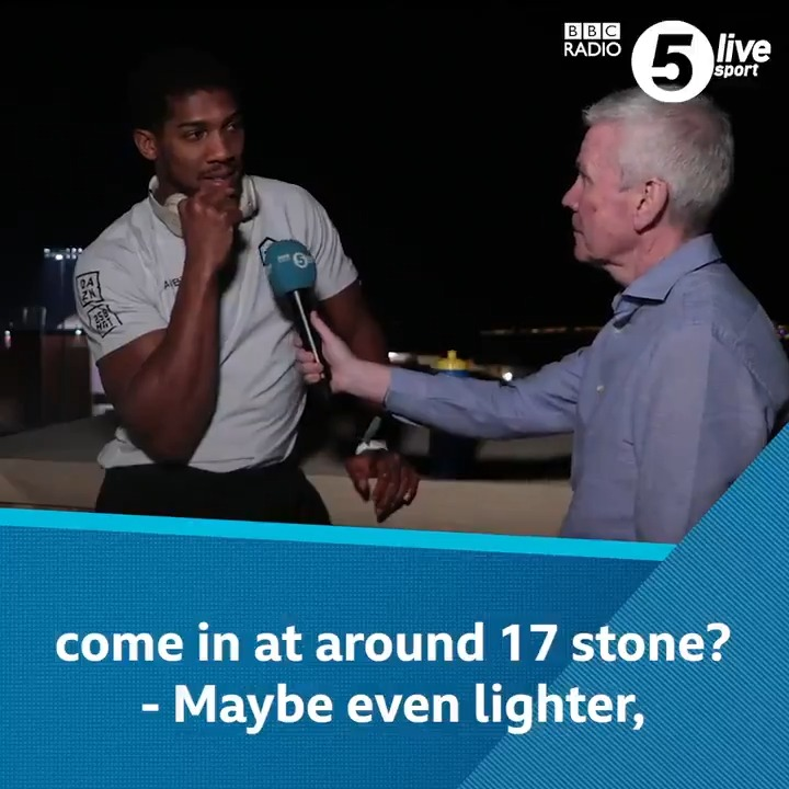 """""""I was trying to squat 200kg & bench press the house but then I realised there's a sweet science to the sport"""" 🏋️♂️🧪What weight will @anthonyfjoshua come in at on Saturday night? ⚖️🤔Costello and @bigdaddybunce podcast 👇📲🥊http://bbc.in/33RLPSz#bbcboxing #RuizJoshua2"""