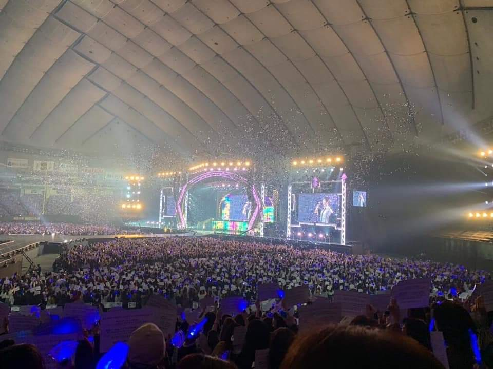 SUPER JUNIOR breaks two records, being the first Korean artist to sell 57,000 tickets per concert and the second highest-grossing artist in Tokyo Dome history after the Rolling Stones with $9.3 and Super Junior with $8.8 million. (SS_WORLDTOUROFF)  I STAN KINGS  <br>http://pic.twitter.com/1m7keLQskf