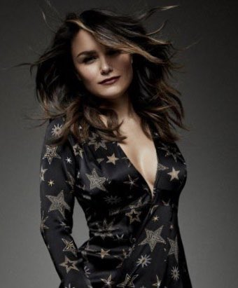 """Samantha Barks can't hold it back any more - @SamanthaBarks is going to Let It Go and star as Elsa in @frozenlondon next October. Barks told me she's """"honoured"""" to have been picked by dir @MichaelGrandage & @disney theatrical productions to play Elsa."""