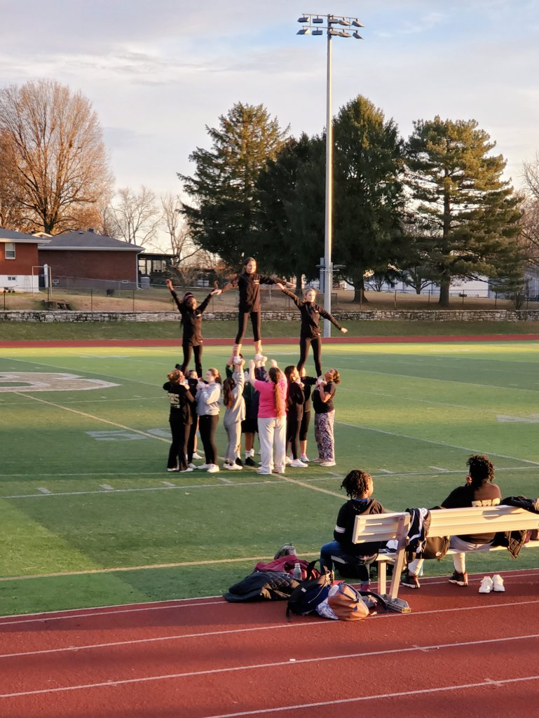 BHS Cheerleaders took advantage of a beautiful afternoon for an outside practice today. #baylessstrong