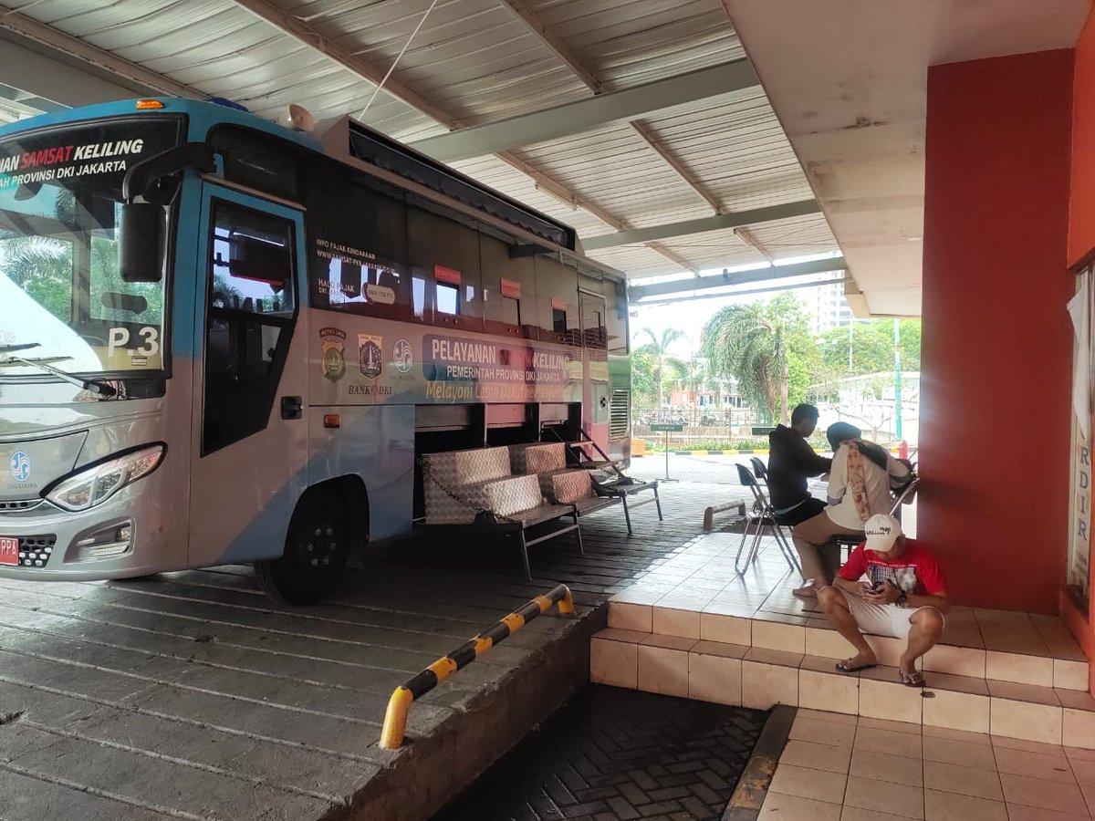 10.59 Pelayanan mobil Samsat keliling Jakarta Pusat di ITC Cempaka Mas Jakpus, hari Jum'at 06 Desember 2019 mulai jam 08.00 s/d 14.00 WIB siap melayani masyarakat.