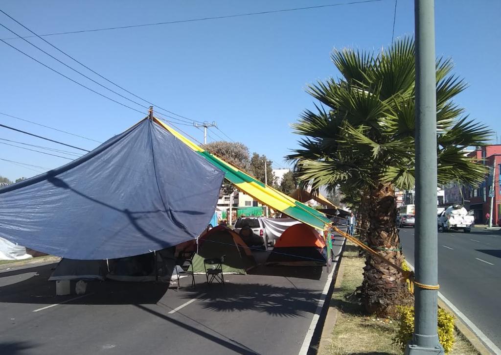 18:20 #PrecauciónVial cerrada la circulación de #EscuelaNavalMilitar al Sur de Av. Santa Ana a Manuela Sáenz, por manifestantes. Consulte #AlternativaVial