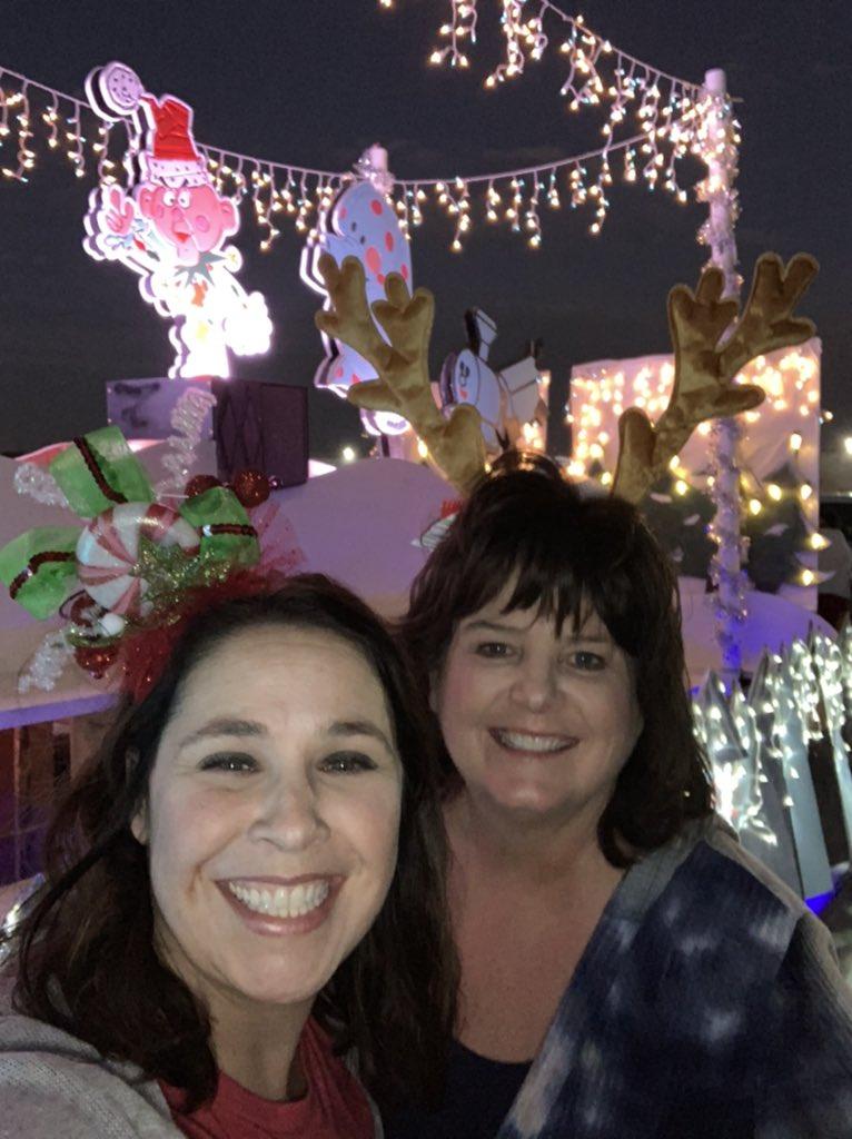 Two @canSTEM principals celebrating the holiday spirit on this beautiful night! @GCISD #GHSAlum #wearegcisd <br>http://pic.twitter.com/wekkDobzWI