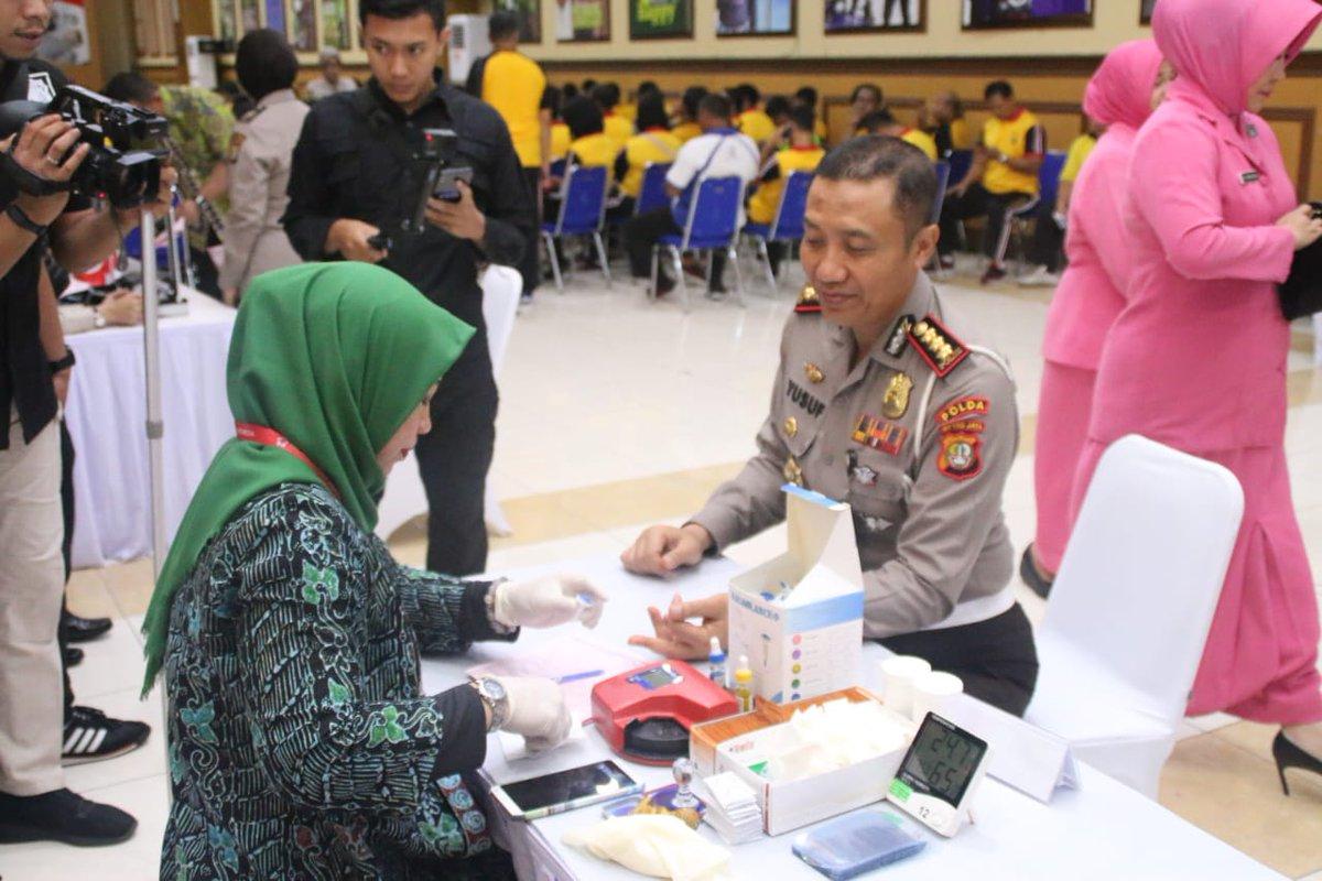 09:04 Dir Lantas Polda Metro Jaya Kombes Pol Yusuf S.I.K, M. Hum beserta anggotanya  melaksanakan donor darah dalam rangka HUT Polda Metro Jaya yang ke 70 Tahun 2019 di Aula TMC Dit Lantas Polda Metro Jaya.