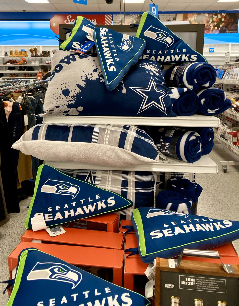 This is how a store display should look! #DALvsCHI #Seahawks #GoHawks #SuckItCowboys pic.twitter.com/zWN0p2ybSD