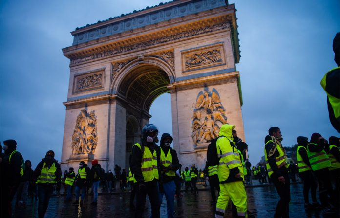 "Blog Covina México has just uploaded its weekly publication about fashion in Paris and its relationship with the yellow vests ""Gilet Jaunes"". @westcovinashop #fashion #GiletsJaunes #ChampsElysees  Follow the link  https:// bit.ly/33SGz1c     <br>http://pic.twitter.com/X0KEGARgx0"