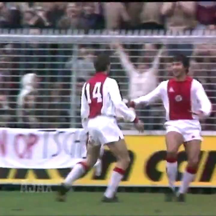 #OnThisDay   1981   Ajax - Haarlem The return of @JohanCruyff in Amsterdam. Of course 𝒾𝓃 𝓈𝓉𝓎𝓁𝑒...🎨