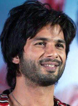 #6YearsOfRRajkumar . Thank you @PDdancing sir for giving us entirely new genre which my idol @shahidkapoor have never experienced before. Can't believe 6 years pass by for this mass - entertainer. Re- creating few moments from the trailer launch. <br>http://pic.twitter.com/ycgkcLTRlq