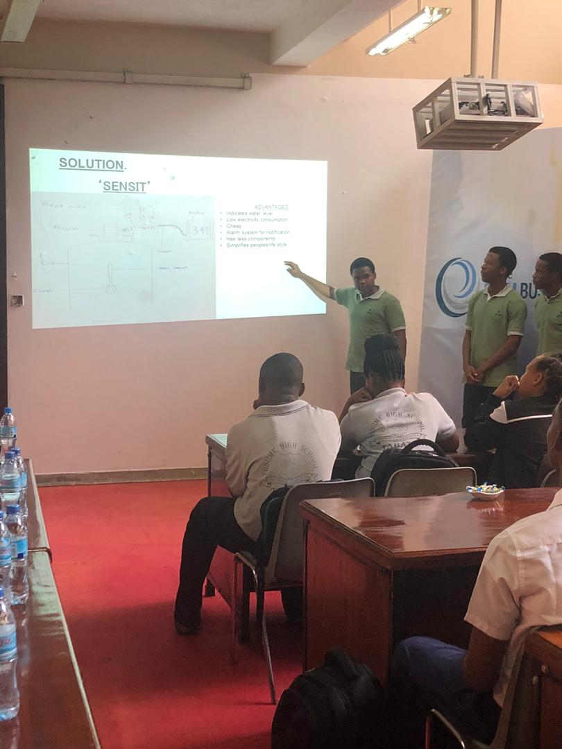 Shamsiye Secondary School are now Pitching and their idea is to solve poor water management They have a Device known as ''Sensit'' Which will make life easy and Stress free This device comes with an Alarm to alert you on water level in your tank  #FUTURESTEMTZ <br>http://pic.twitter.com/lIRXWGqRe1