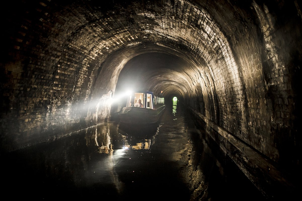 🏆 Judges vote IWA Photography Competition winner: Adam Smith for his image of the Depths of Braunston Tunnel. 🏆 Inspired? Our 2020 Photography Competition is now open: waterways.org.uk/photocomp