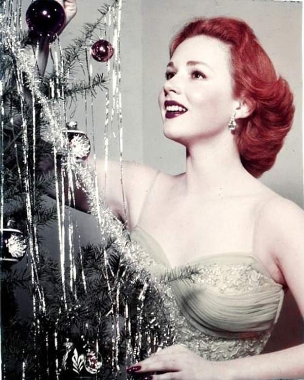 Merry Christmas 1954 from Piper Laurie! #TCMParty<br>http://pic.twitter.com/trlyJrwiwZ