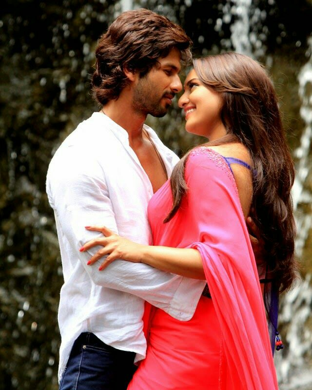 #6YearsOfRRajkumar one my most fave shahid's movies, the action, romance, dialogues, shahid's looks, his voice, hope this duo see again. i totally loved it.  <br>http://pic.twitter.com/2mppnjOBIp