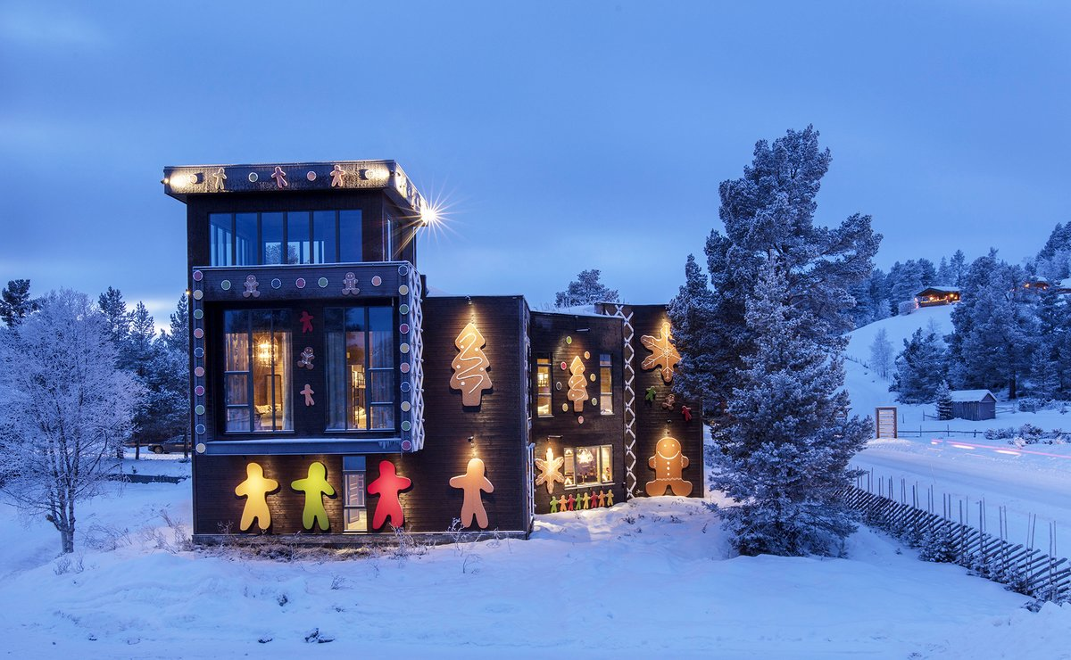 RT @visitnorway: Christmas decorations. Level: Gingerbread master.  📷 https://t.co/wnSinjIL3e #visitnorway #norway https://t.co/DQj0PWcc6X