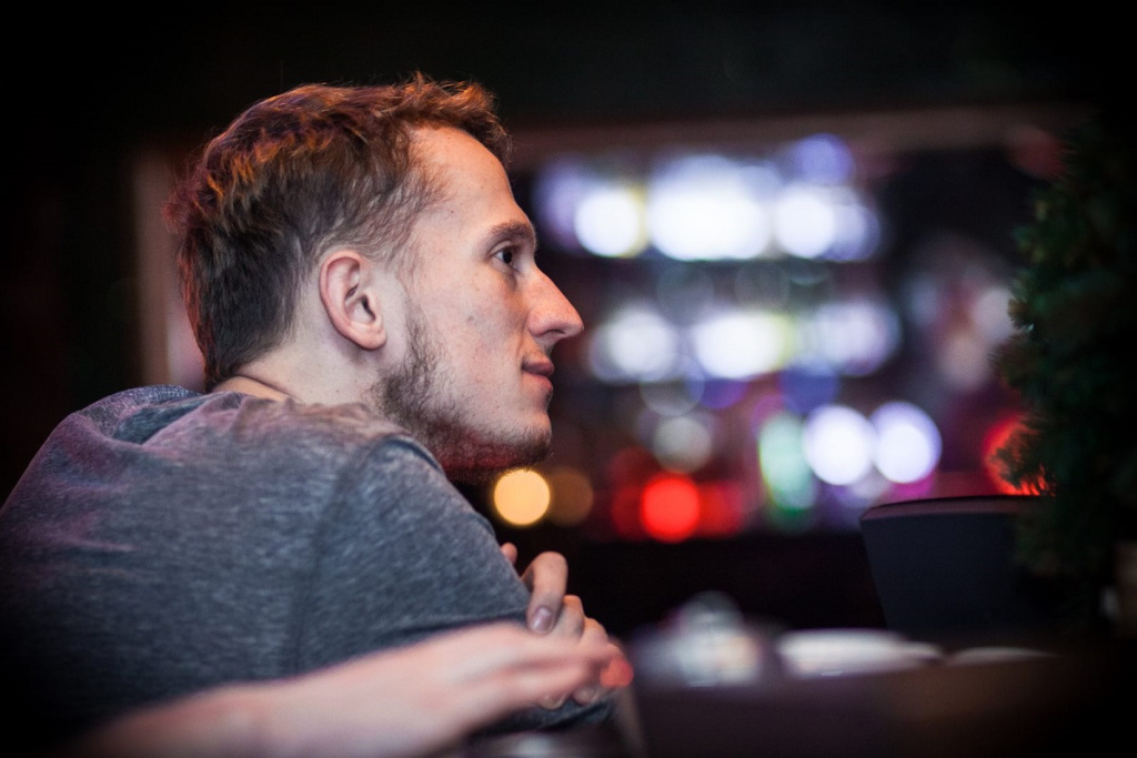"""Karol Ludwikowski @kiwdziu jest kolejnym gościem cyklu """"Kwadrans z..."""". #wywiad #axunarts"""