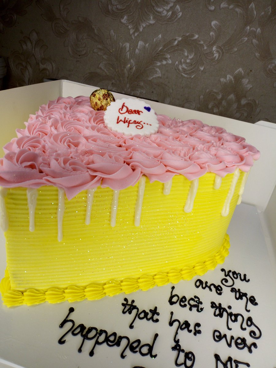 Labii's what????? Labii's Patiserrie!!  Yellow and pink had never looked better bruv!<br>http://pic.twitter.com/t812lgW5Ys
