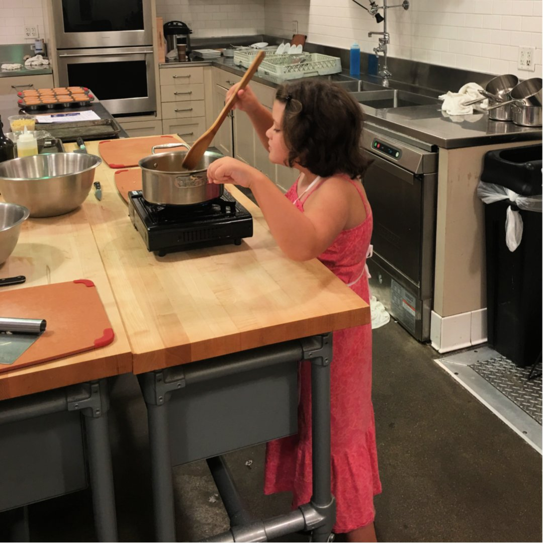 Are you looking to refine your cooking skills? Read on to find out how I found my love for cooking/baking and continue to improve every day! http://bit.ly/2tagbzE#surlatable #surlatablecookingclass #surlatablephipps #cookingclasses #homecook