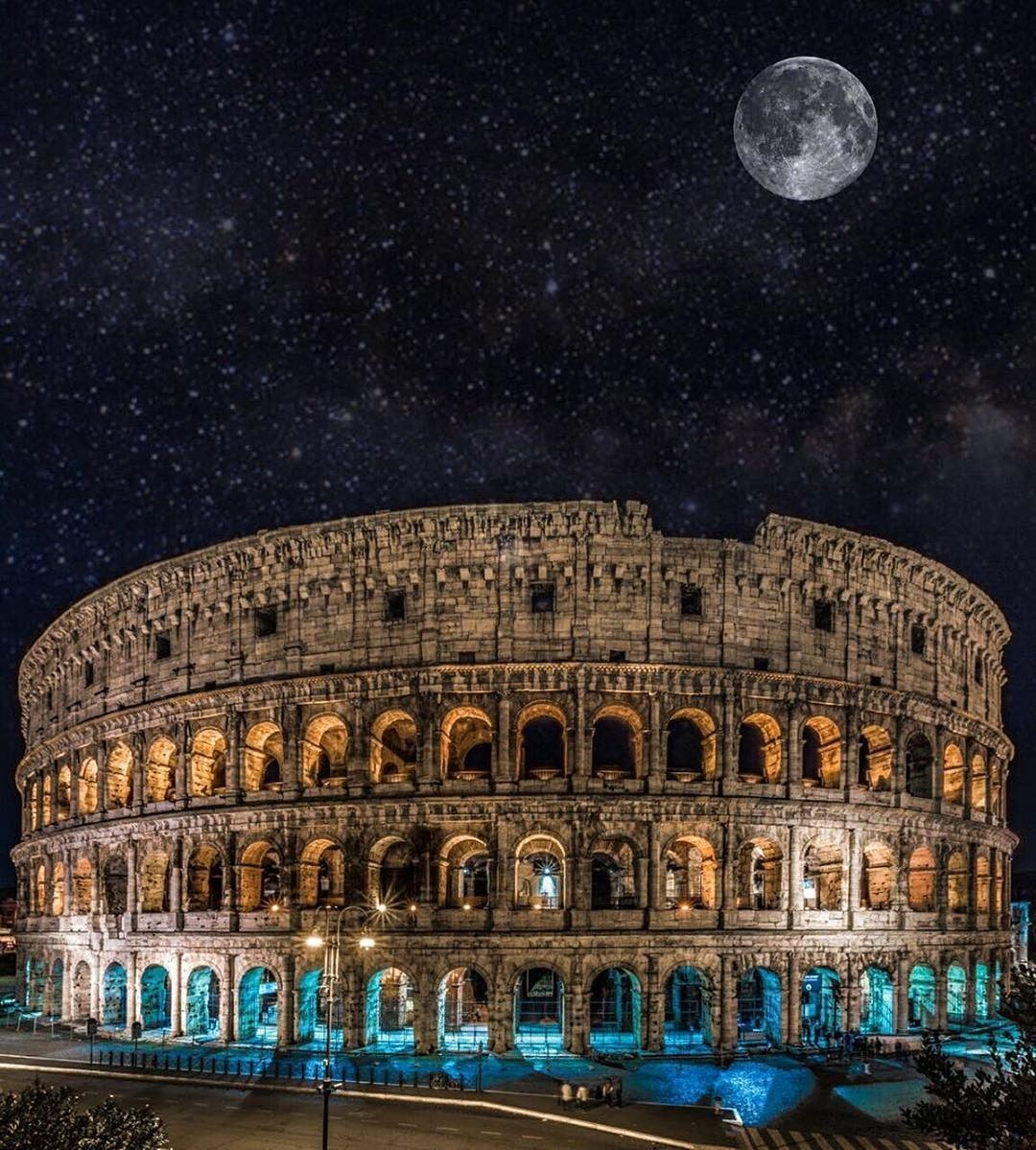 Romantic Rome in Moonlight 🌌❤  📍Rome, Italy   🌐Website-    #LPOholidays #Europe #Europeandelight #europeanelegance #europeanpackages #travellingthroughtheworld #tourism #rome #colosseum #colosseumrome