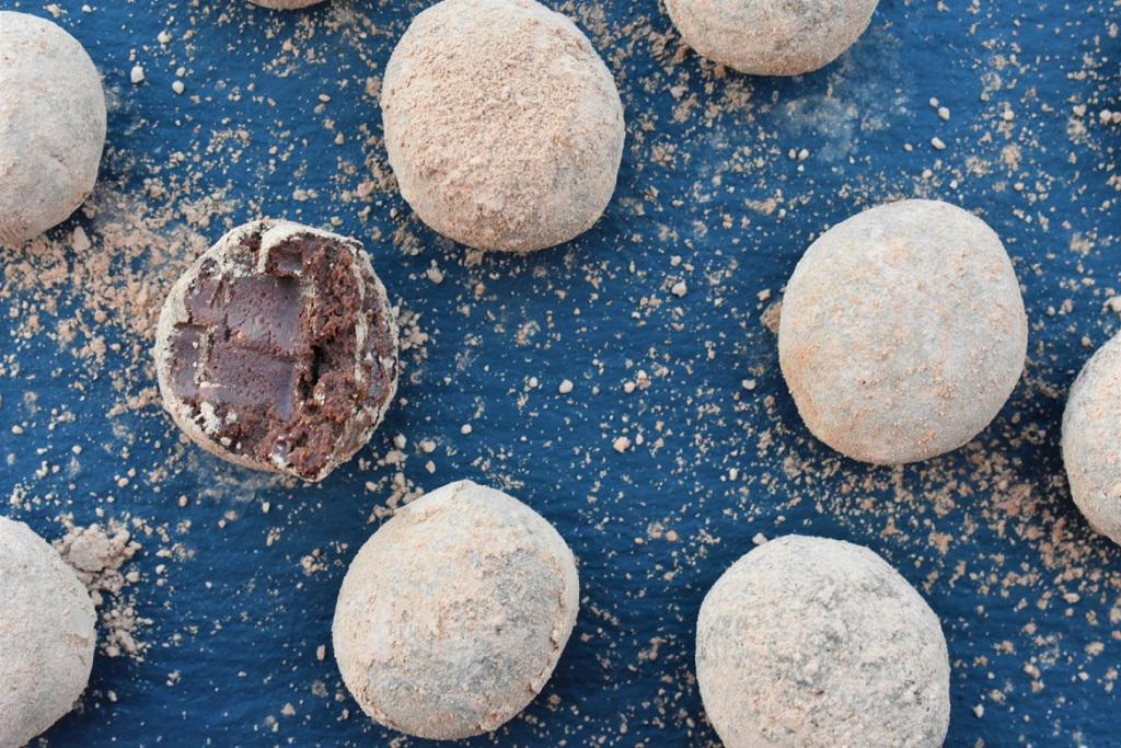 Try my recipe for easy chocolate & ginger truffles: great as a gift or just to indulge! #chocolate #recipe #truffles #Christmas #homecook #Surrey #food #foodie @Callebaut_UKIE #chocolatetruffles https://bakingfanatic.wordpress.com/2019/12/06/chocolate-and-ginger-truffles/…
