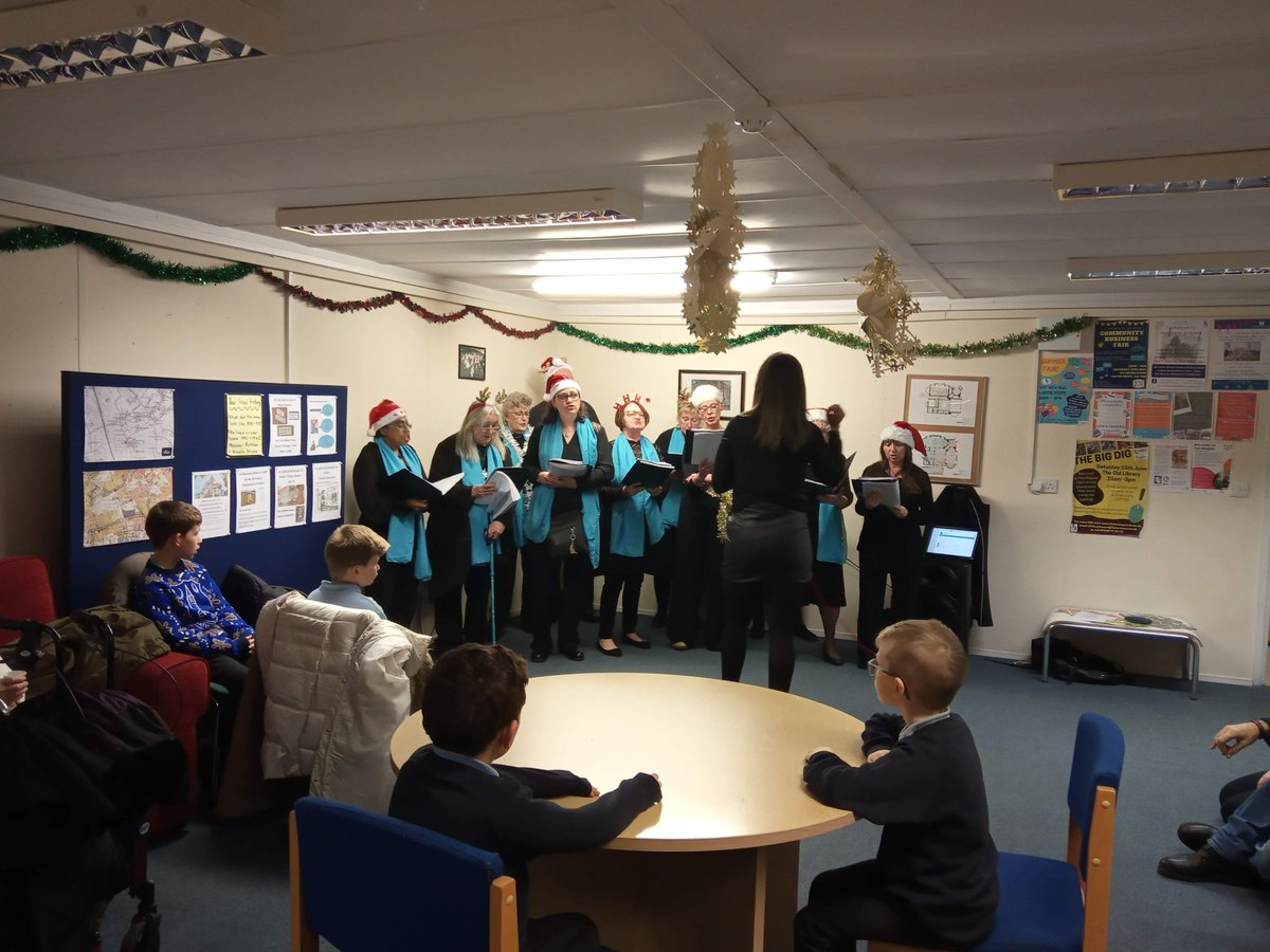 We had so much fun at last nights community Christmas party. Thank you to everyone who came to join in the festivities & the fabulous @LappinCentre choir for entertaining us. We may have just started a new @Listersteps Christmas tradition...next year in The Old Library!