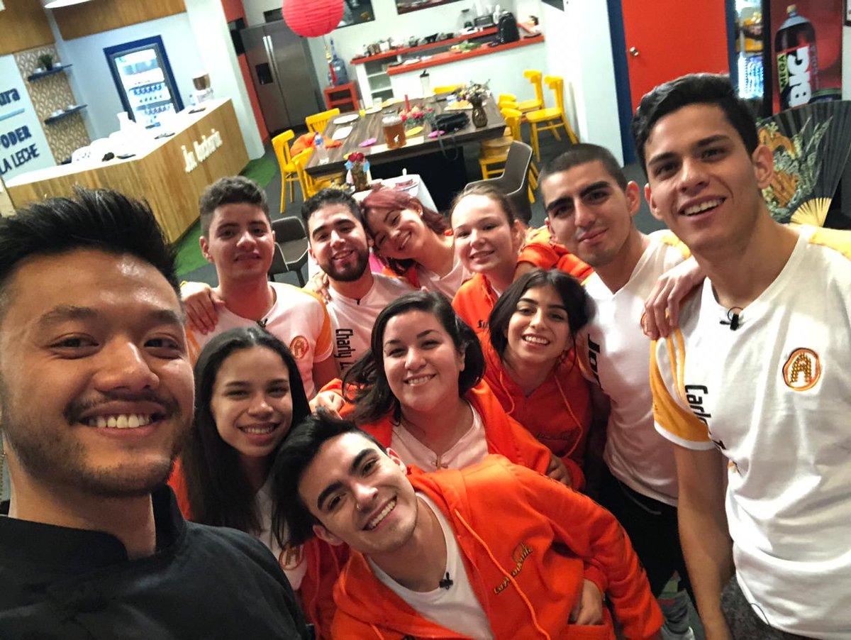 Ismael, ganador de #MasterChefMx, visitó a los alumnos de #LaAcademia... ¡y le cocinó a Susy! 🙌🏼🧡🎶
