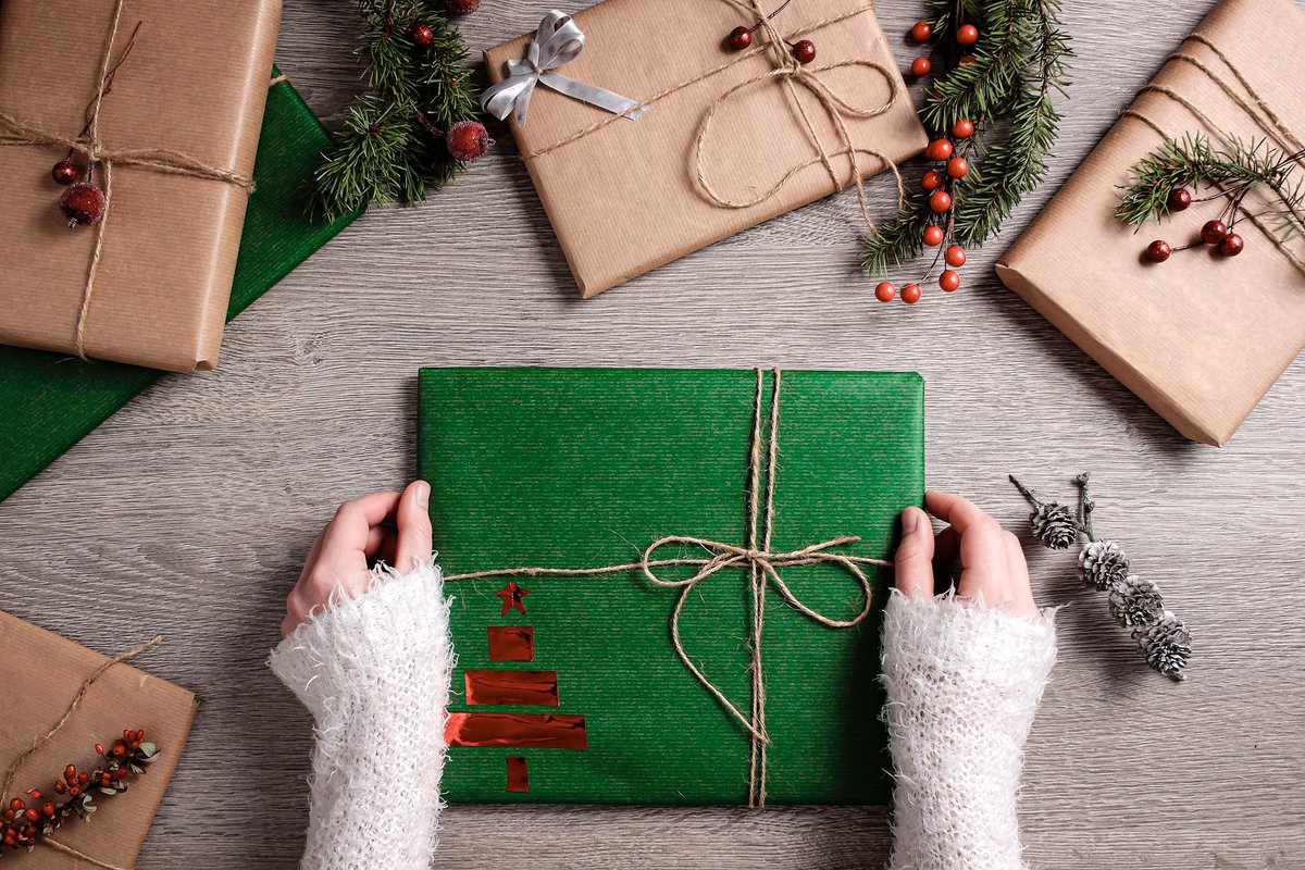 Give someone a book this Christmas and theyll be getting a lot more! Reading for even 10 minutes a day can improve your mental wellbeing and help you sleep better. What better present could you give someone than that? Find out more: socsi.in/ZQjKb #ReadMCR #Take10