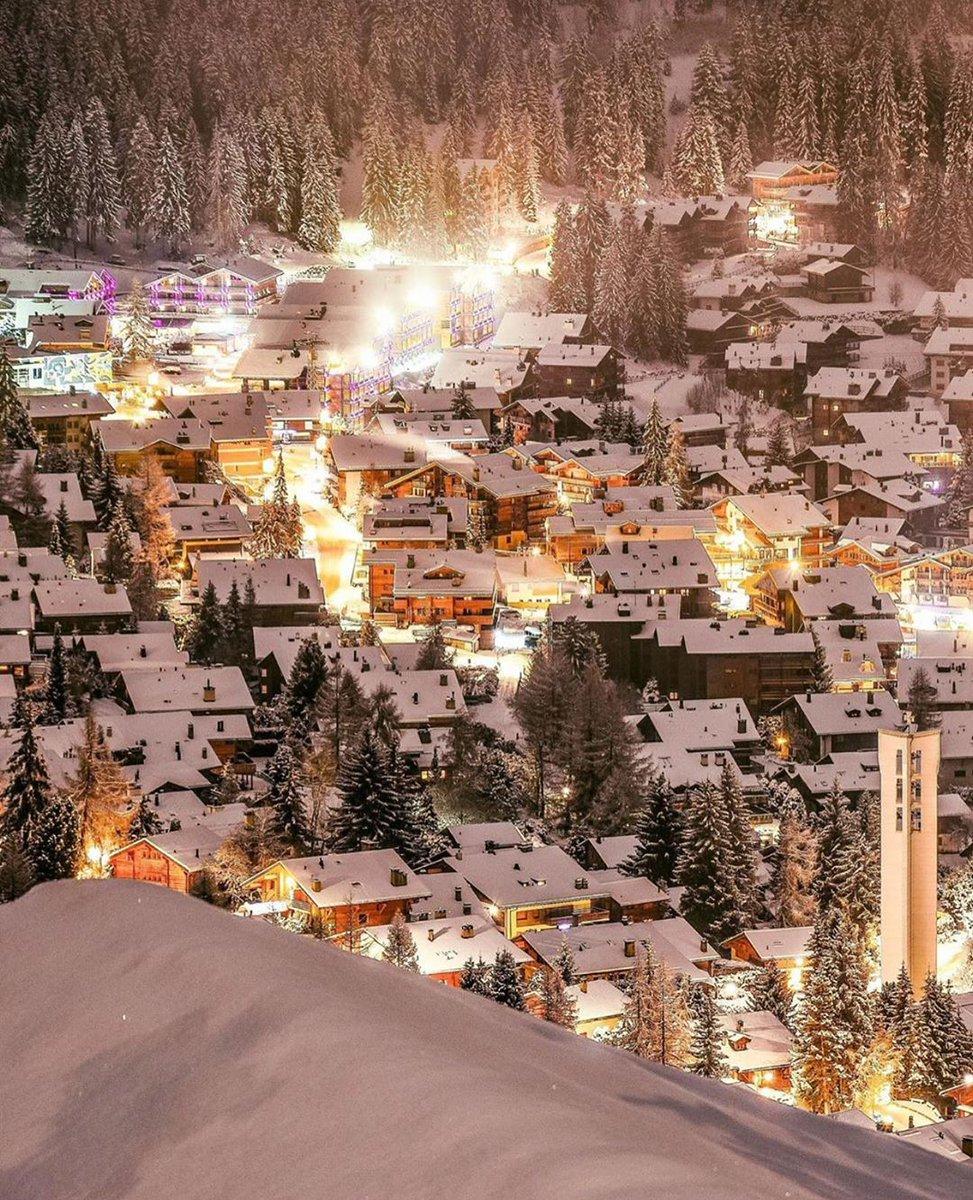 Winter in #Switzerland is a dream. <br>http://pic.twitter.com/XMUH7ERzPK
