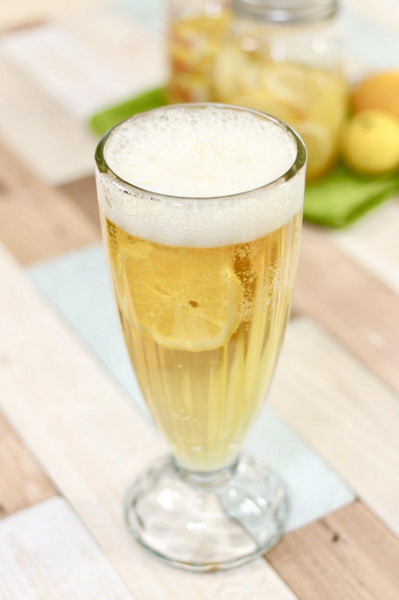 騙されたと思って蜂蜜レモンをビールに入れてみてほしい…甘くて、フルーティーで、苦味が抑えられてンンンまい〜!😭😭😭【蜂蜜レモンビール】綺麗な瓶にレモン2個(スライス)と蜂蜜200gを入れたらよく振り、冷蔵庫で2日待つだけ🍋保存は3週間!350mlビールに蜂蜜レモン大さじ1〜2を入れてね✨