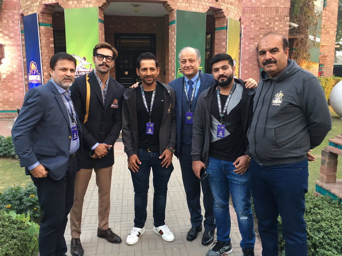 #PurpleForce management including the owner @nadeem_omar57 along with the super 🌟@fahadmustafa26 @SarfarazA_54   #WeTheGladiators #HBLPSLDraft2019 https://t.co/5LM5eFQjUG