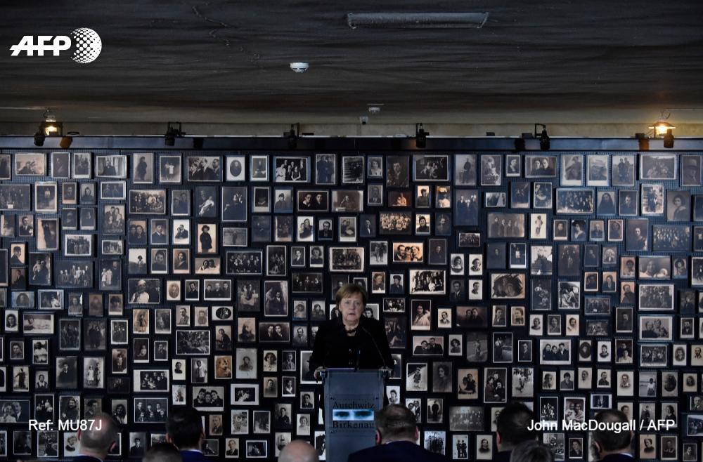 #6Dic La memoria de los crímenes nazis es inseparable de la identidad alemana, dice Merkel en Auschwitz #AFP @AFPespanol