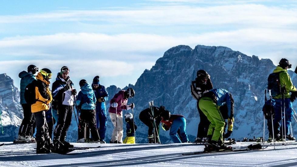 Tutti sugli sci, aprono le piste più belle https:...