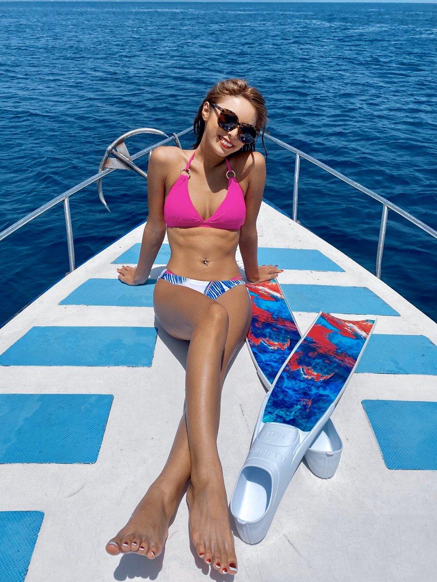 暖かくて海のある場所が大好き🌞念願のLeaderFinsで泳いだよ🧜🏾♀️💙このFinほんっとーに可愛い!!🥰