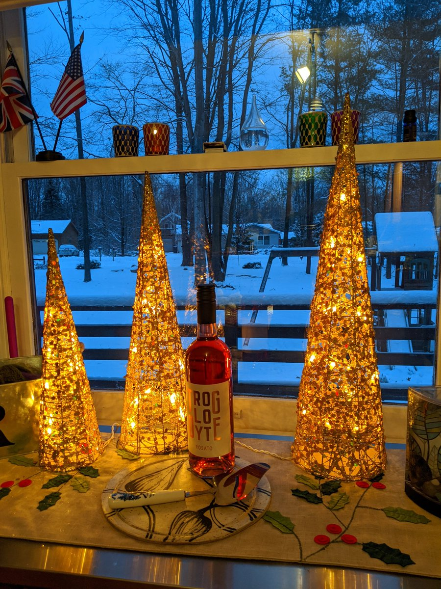 Just incase you weren't feeling festive yet, check out  @anglo_gent's #ShowUsYourBottles post, what a fabulous festive scene🎄