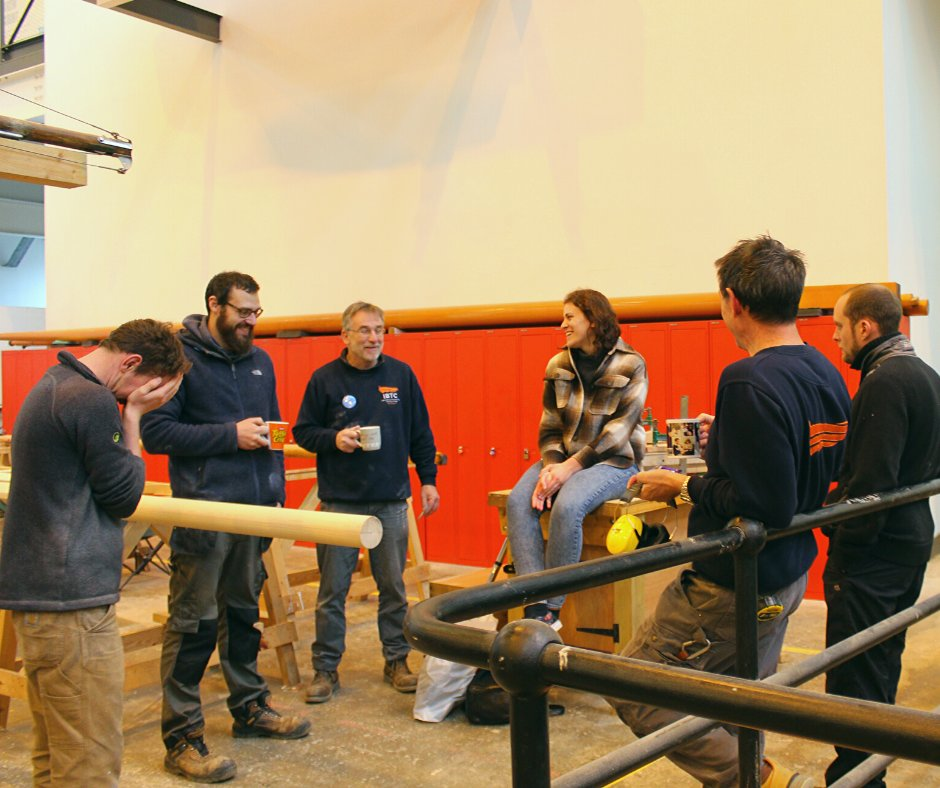 There's always time for a cup of tea and a chat between jobs. Here some of the current students are chatting to Jennie, who finished her course in August and was awarded the Most Improved Student trophy. #woodenboatbuilding #boatbuilding #timefortea #woodenboat