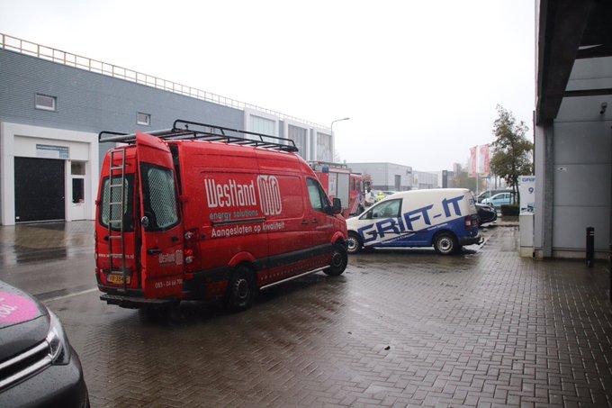 Melding gaslucht Hovenierstraat Naaldwijk bleek bij controle loos alarm. Brandweer weer vertrokken https://t.co/GZbWbhhdzH