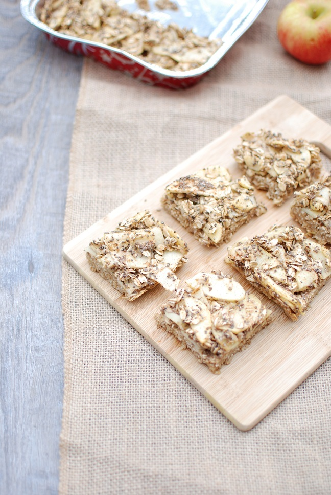 Runners & triathletes, try these apple pie breakfast bars to help fuel your day! #sweatpink #fitfluential #runchat  http://www. snackinginsneakers.com/apple-pie-brea kfast-bars-vegan-gluten-free/  … <br>http://pic.twitter.com/WxVF7Luog1