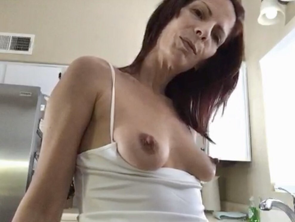 Pinay with perfect yummy boobs gets creamed