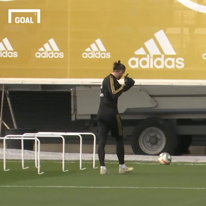 Gareth Bale is even playing golf in Real Madrid training 😆🏌️