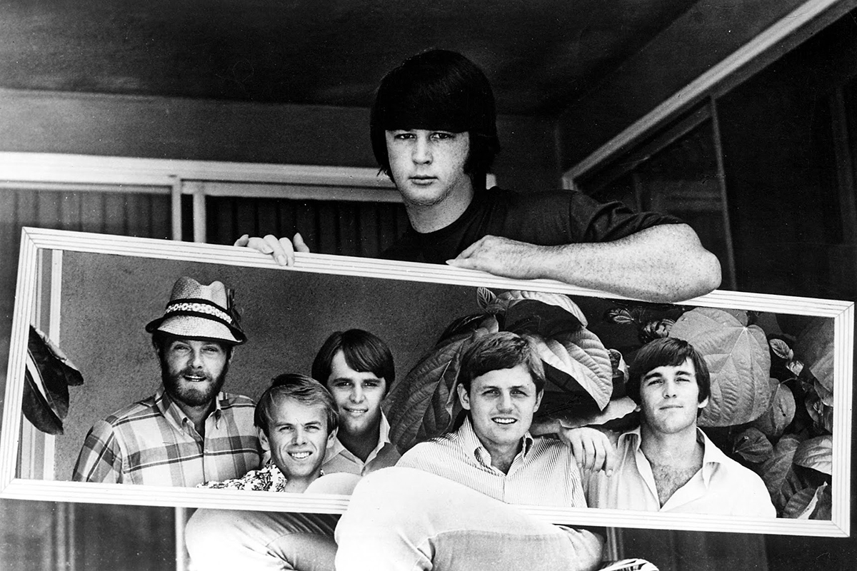 1966: Brian holding up a mirror to the 'Boys. #1966 #thebeachboys #petsounds<br>http://pic.twitter.com/WYcfzgsm6x
