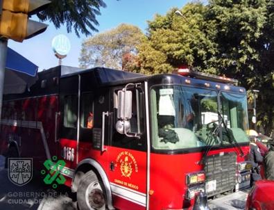 09:47 #PrecauciónVial continúan servicios de emergencia por volcadura en Av. #RicardoFlores Magón y calle Sabino, col. Atlampa, alcaldía Cuauhtémoc. #AlternativaVial Eligio Ancona y Pino