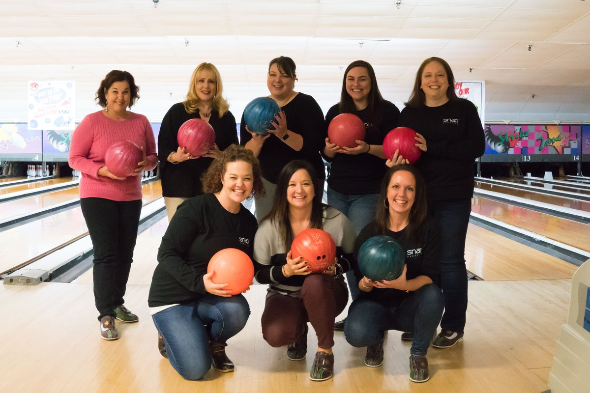 What a fun filled day today with some of our favorite people – thank you for all of your continued support, we love the opportunity to work with you, it's truly what we love most about our job.  Fa-la-la-la-madays! #snapcreativemarketing #bowling #womeninbusiness #bossbabetribe pic.twitter.com/n5a0uMe2nT